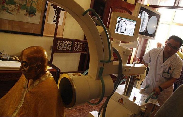 Тысячелетняя мумия буддийского монаха обладает здоровым мозгом (статья + 4 фото + видео)