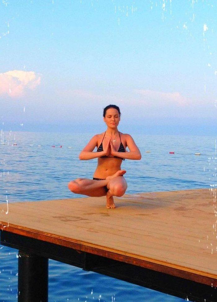 Йога от Даши Астафьевой (9 фото)