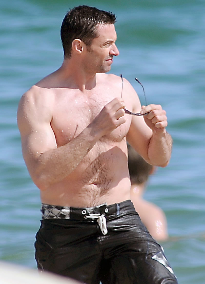 Мужчина на пляже должен выглядеть так - 44-летний Хью Джекман (Hugh Jackman) (12 фото на пляже)