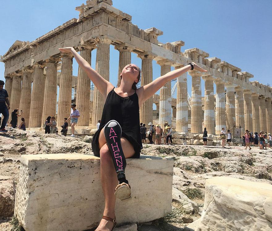 Девушка влюбила в себя мир, сделав из своей ноги грифельную доску (статья + 7 фото)