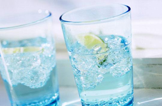 holodnaja-voda-v-zharu