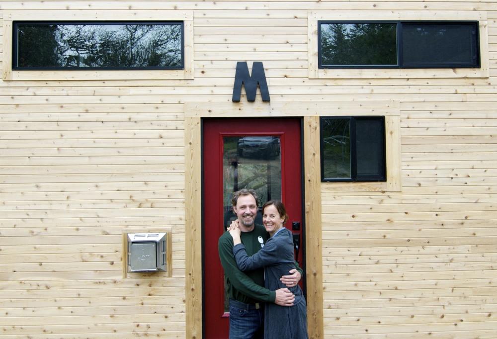 Супруги построили крошечный дом своей мечты (статья + 13 фото)