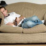 Сказка о мужчине, лежащем на диване с пивом