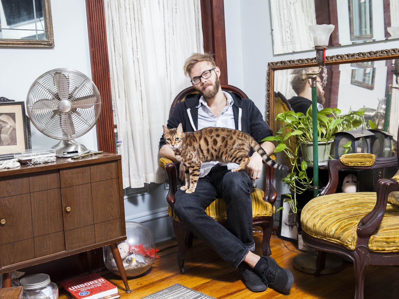 Мужчины с котами (Эндрю и Гарун)