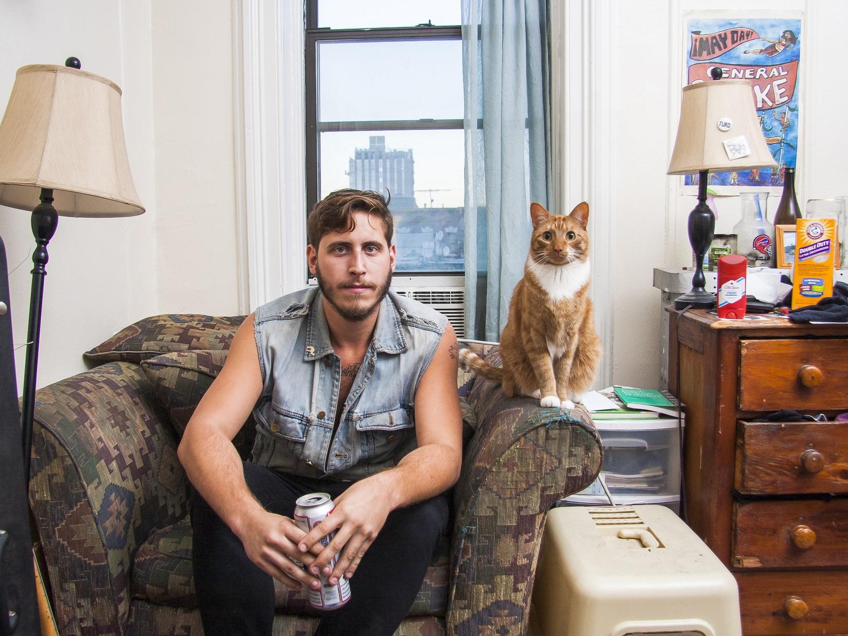 Мужчины с котами (Джош и Лючеро)