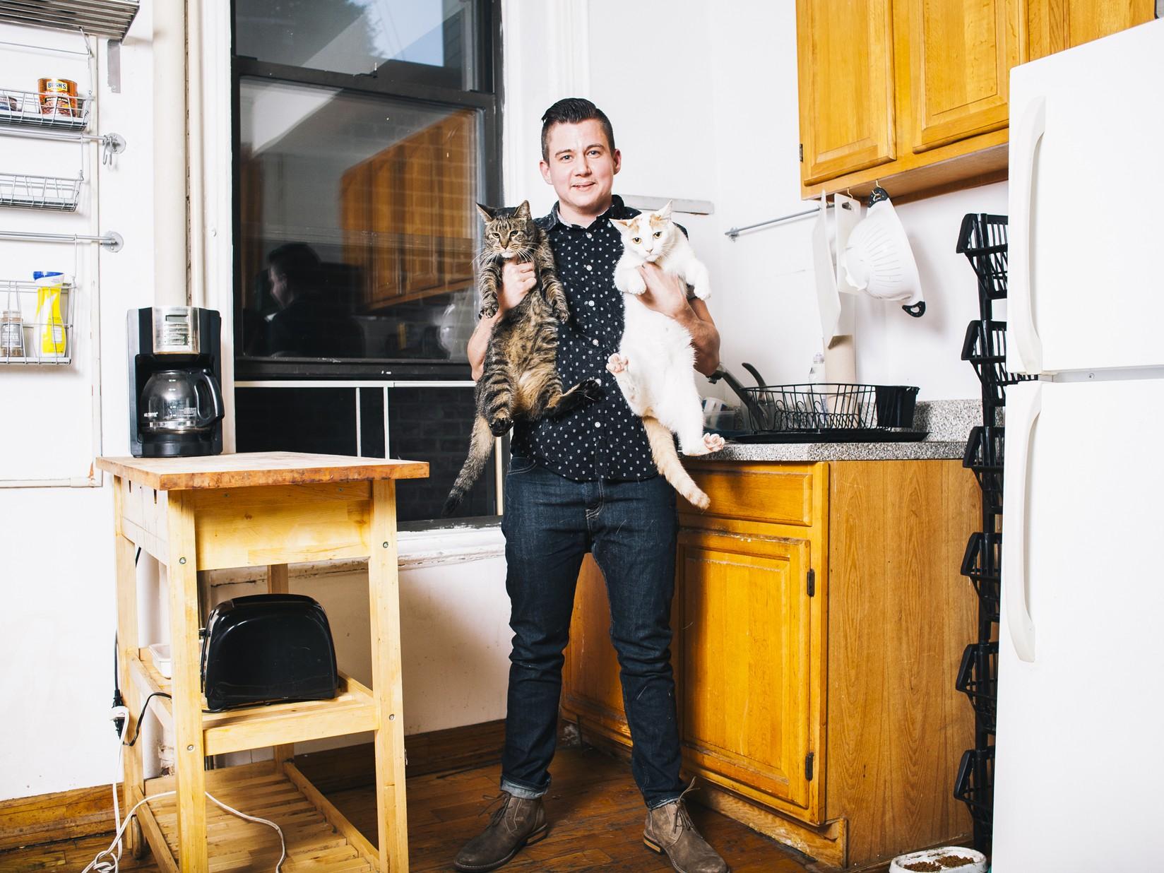 Мужчины с котами (Тобли и Бастер Бананас)