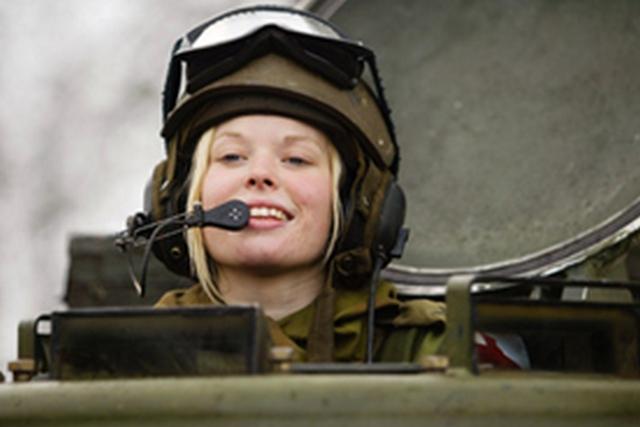 В Норвегии введена обязательная воинская повинность для женщин