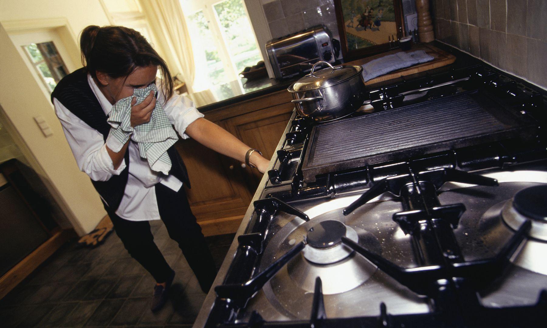 Куда звонить и что делать, если вы почувствовали запах газа в квартире?