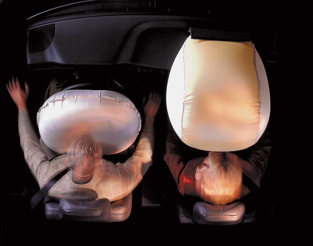 Подушка безопасности «придушила» водителя
