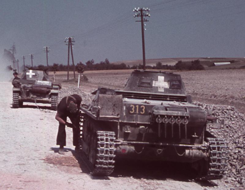 """МЫ ПОМНИМ: """"Как один находчивый командир остановил немецкую танковую колонну без единого выстрела"""""""