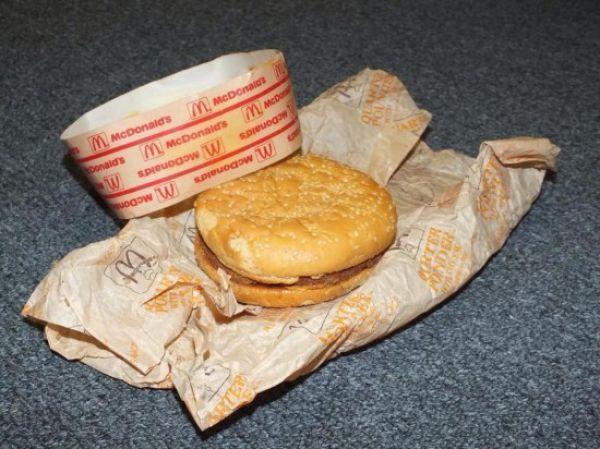 Чизбургер из МакДональдса, которому 20 лет (7 фото)