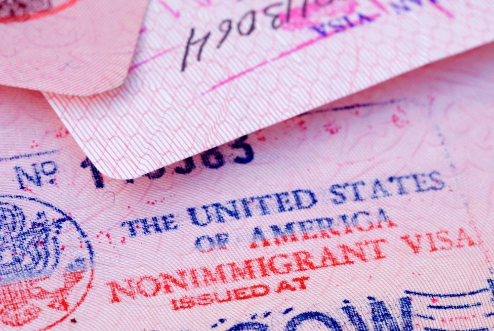 Зачем США облегчили визовый режим для въезда граждан РФ: мнения