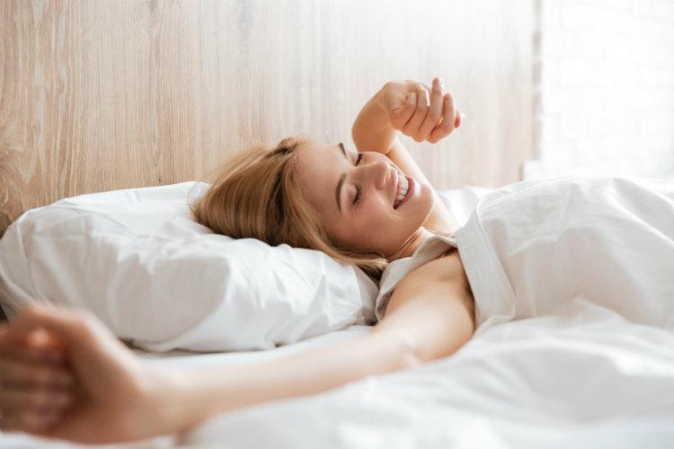 Женщинам нужно спать дольше, чем мужчинам (и это еще не все)